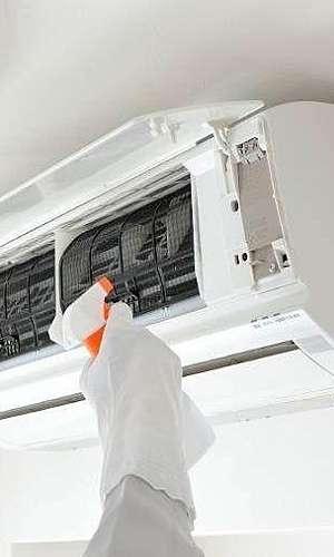 Limpeza e higienização de ar condicionado